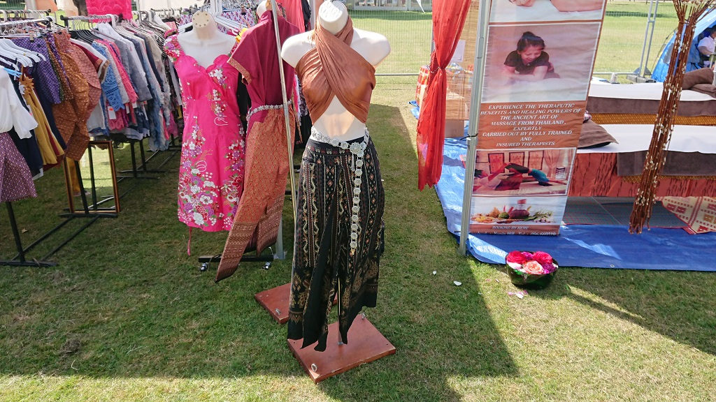 Traditional Thai clothing in the UK