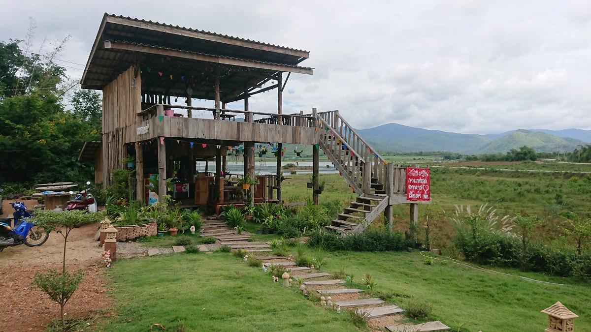 Baan Rak restaurant overlooking the Nong Prue dam